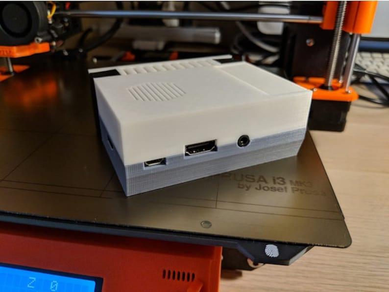 3D Printed Screwless Raspberry Pi 3 case for fan
