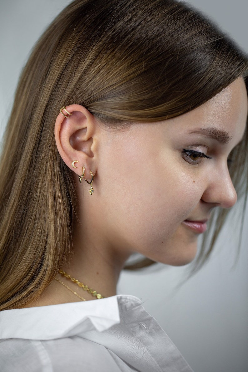 Cz moon earring,tiny moon earring,tiny stud earring,tiny crescent moon cz