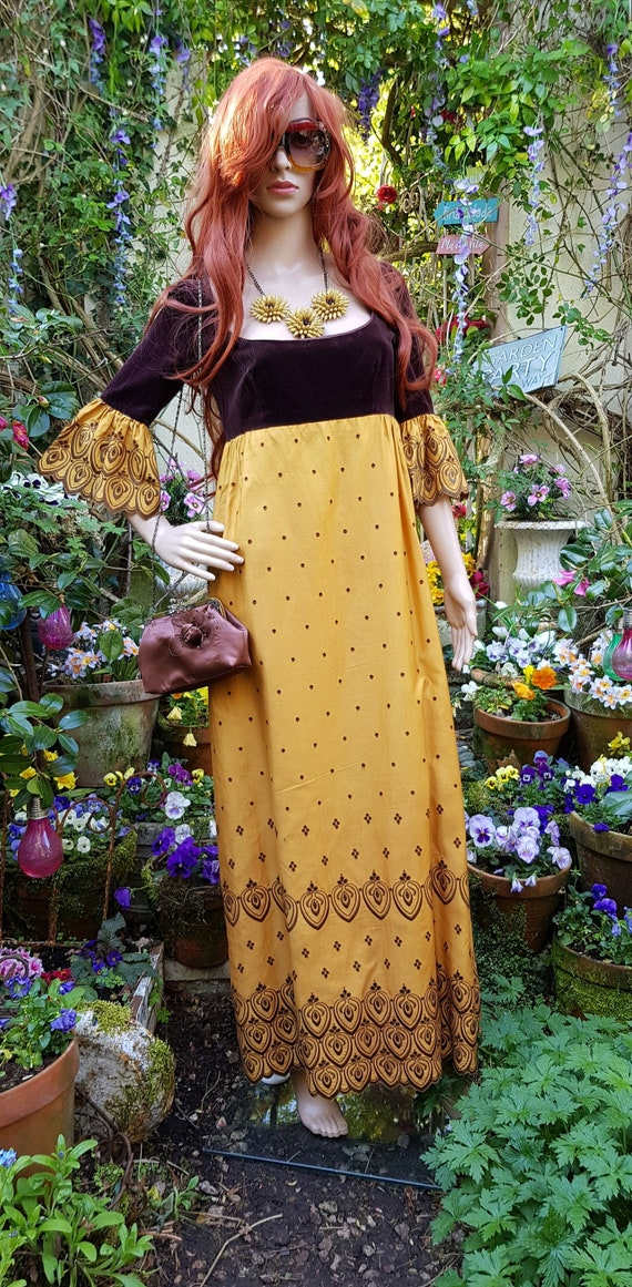 Fabulous Vintage 1970s QUAD Gold Embroidered Taffe