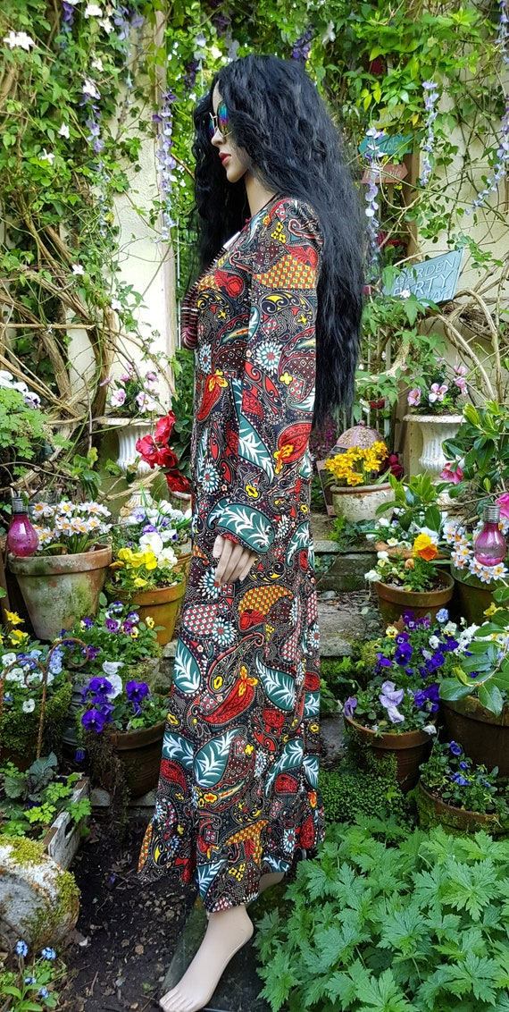 Gorgeous Vintage 1970s Psychedelic Black, Red and… - image 5