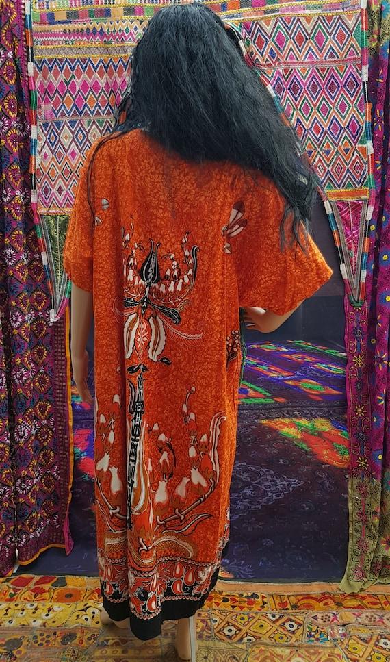 Fab Vintage 1970s/1980s Plus Size Orange Batik Ka… - image 10