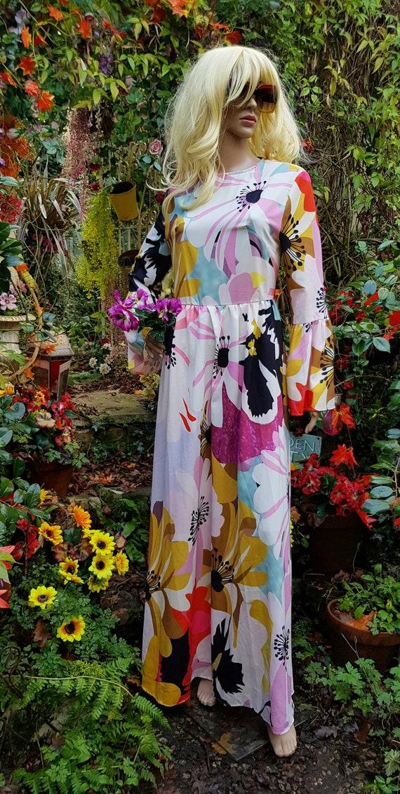 Gorgeous Vintage 1970s Style (1990s) Floral Maxi D
