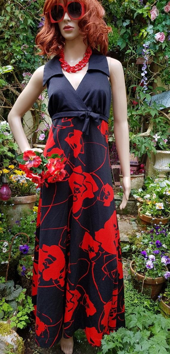 Stunning Vintage 1970s Tina Warren Black Red Flow… - image 6
