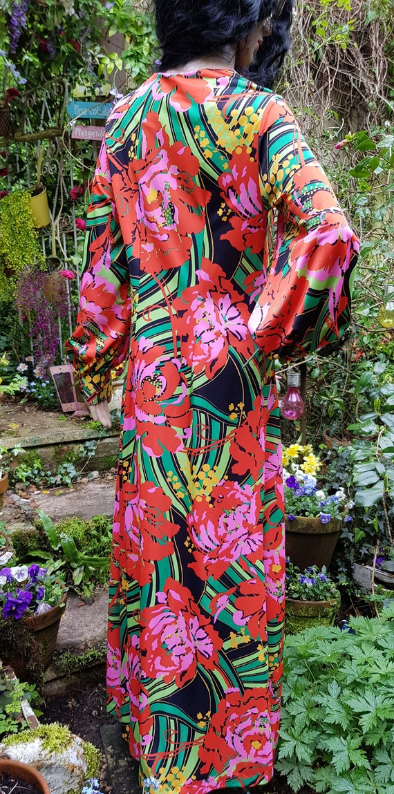 Gorgeous Vintage 1970s Psychedelic Red, Pink and … - image 9