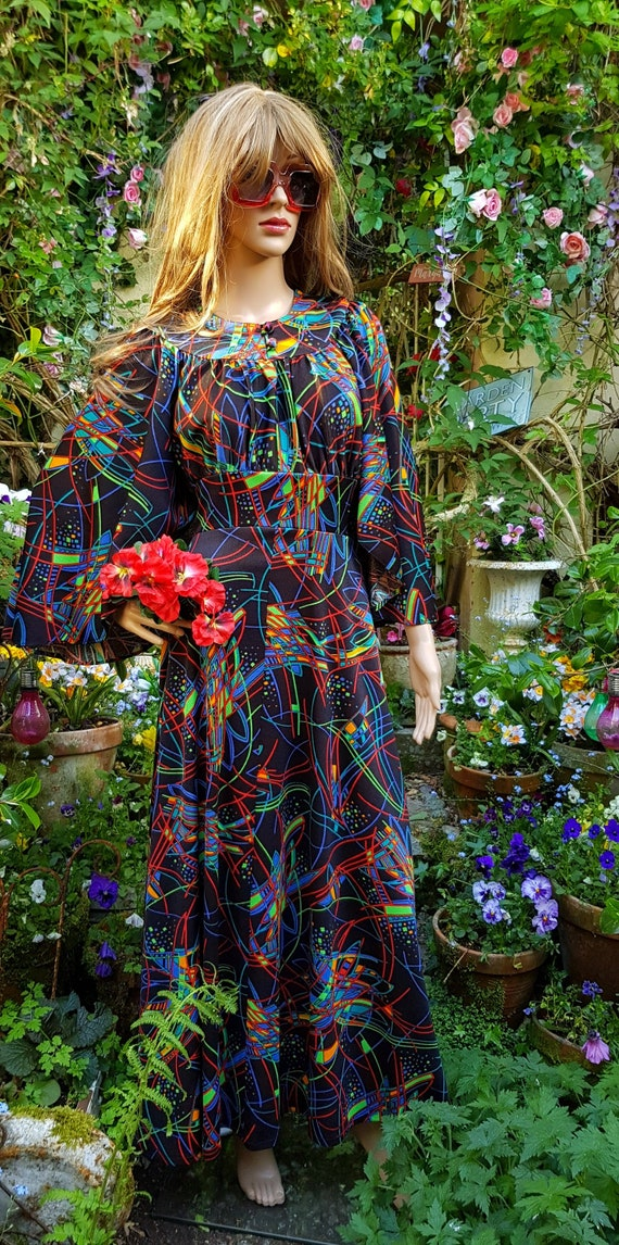 PSYCHEDELIC 1970/'s MAXI Dress VIBRANT floral pattern with stunning ruffled accents size Medium