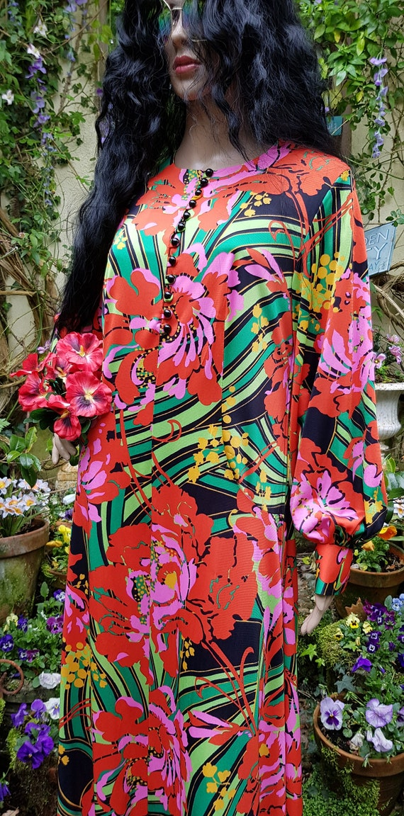 Gorgeous Vintage 1970s Psychedelic Red, Pink and … - image 8