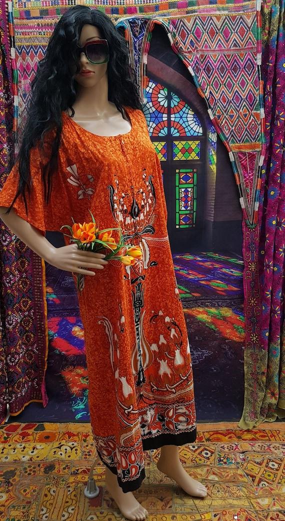 Fab Vintage 1970s/1980s Plus Size Orange Batik Kaf