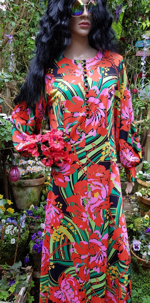 Gorgeous Vintage 1970s Psychedelic Red, Pink and … - image 3