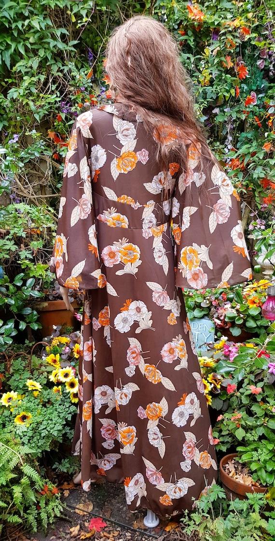 Funky Vintage 1970s Brown & Orange Floral Print L… - image 10