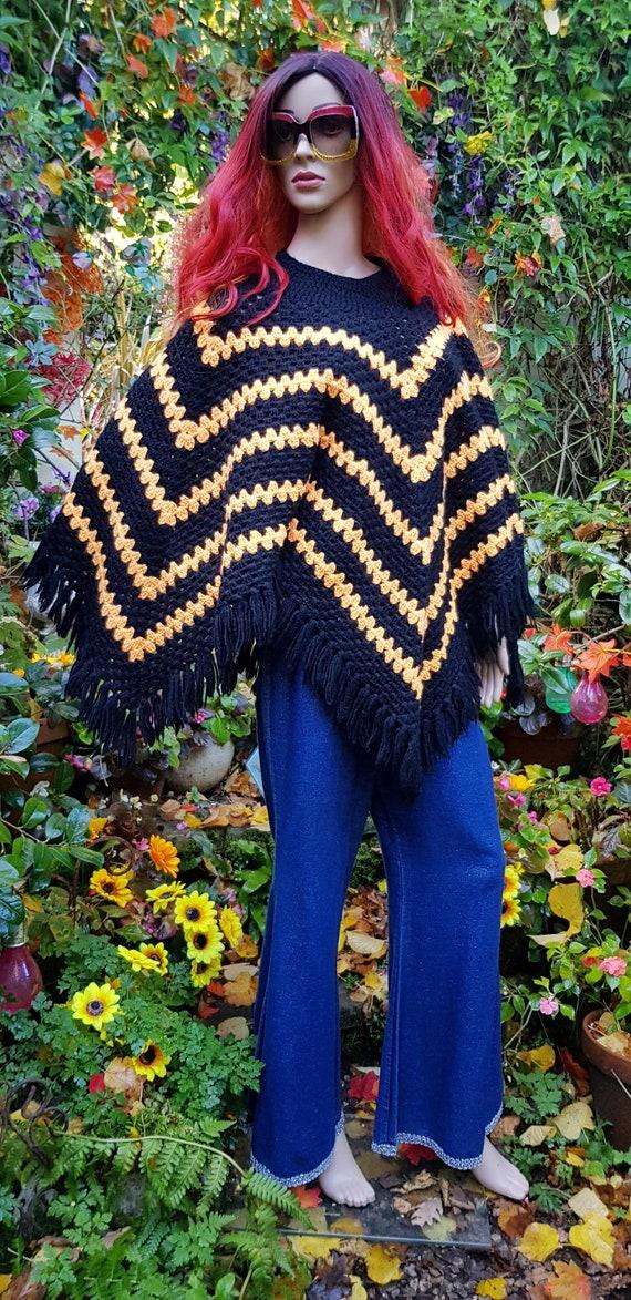 chevron pattern Vintage Blue /& Tan knitted poncho