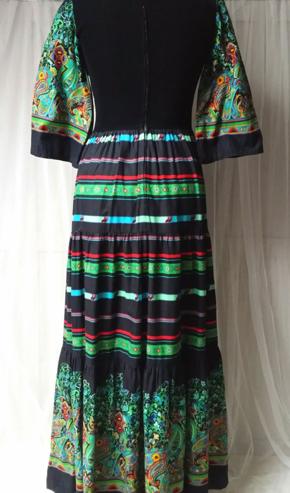 Beautiful Vintage 1970s Black, Green and Red Pais… - image 10