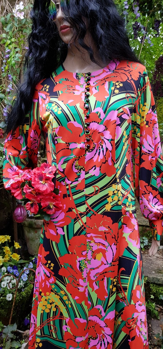 Gorgeous Vintage 1970s Psychedelic Red, Pink and … - image 4