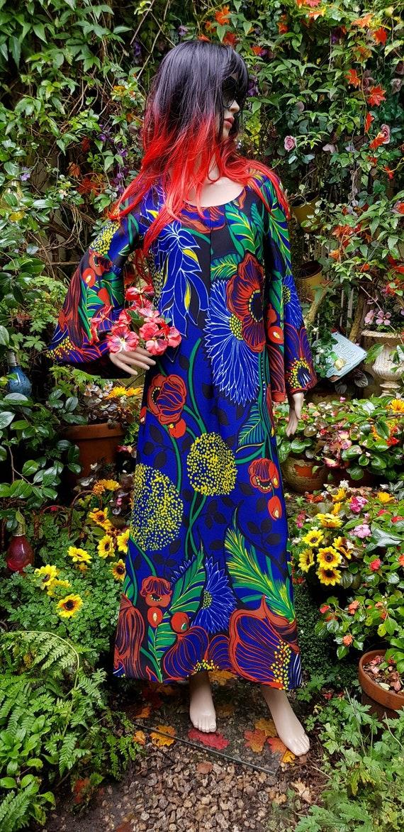Amazing Vintage 1970s Psychedelic Flower Power Blu