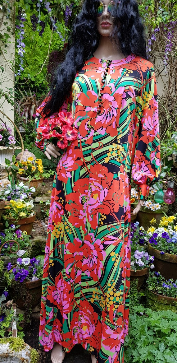 Gorgeous Vintage 1970s Psychedelic Red, Pink and … - image 6