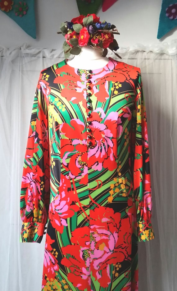 Gorgeous Vintage 1970s Psychedelic Red, Pink and G