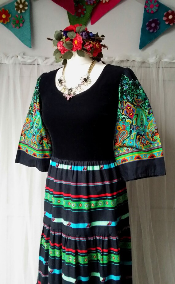 Beautiful Vintage 1970s Black, Green and Red Paisl