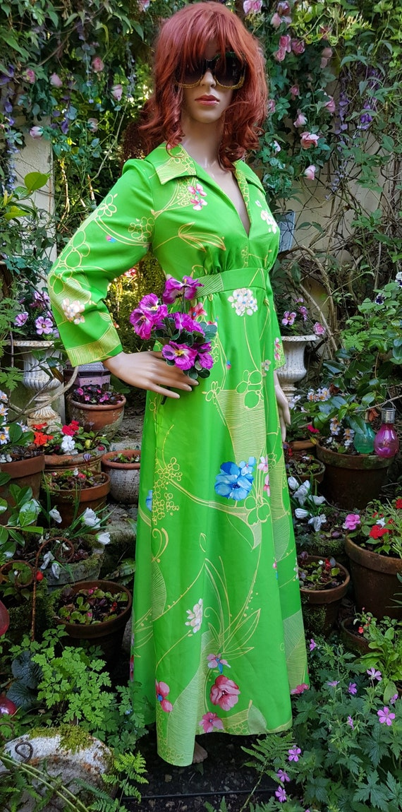 Stunning Vintage 1970s Bright Green and Floral Col