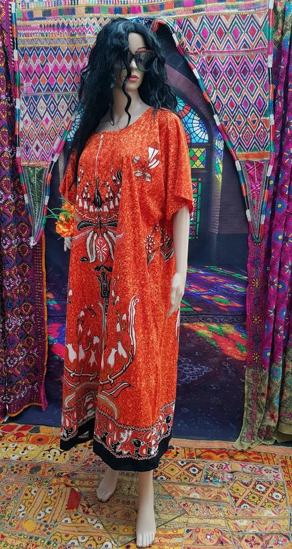 Fab Vintage 1970s/1980s Plus Size Orange Batik Ka… - image 2