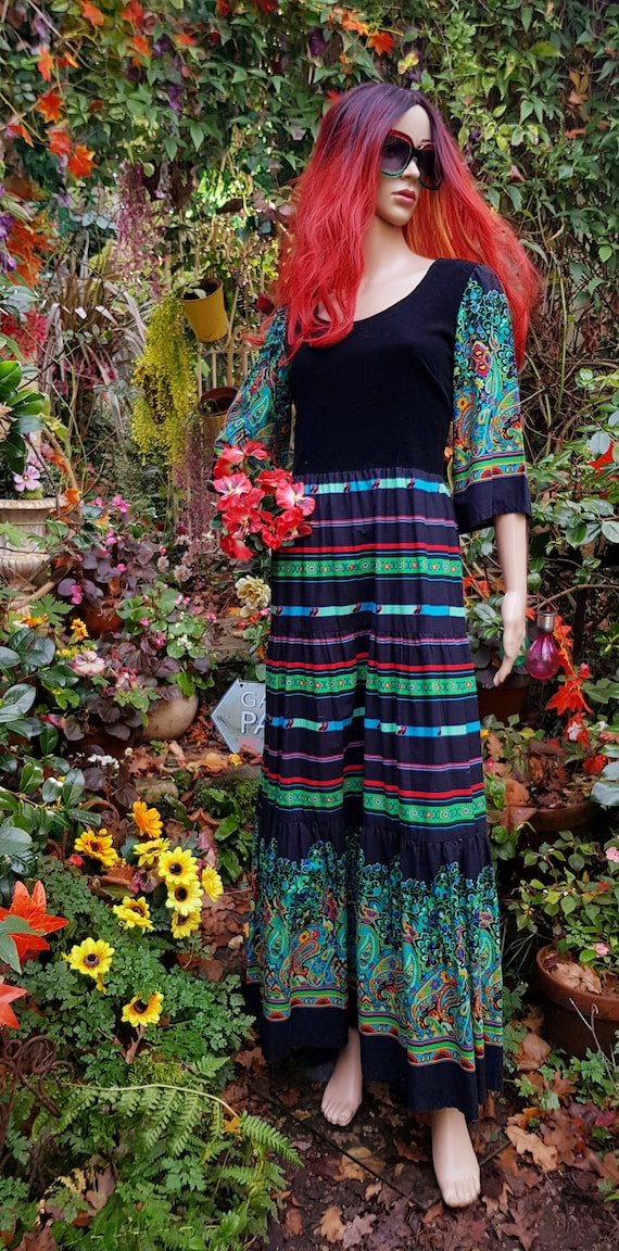 Beautiful Vintage 1970s Black, Green & Red Paisley