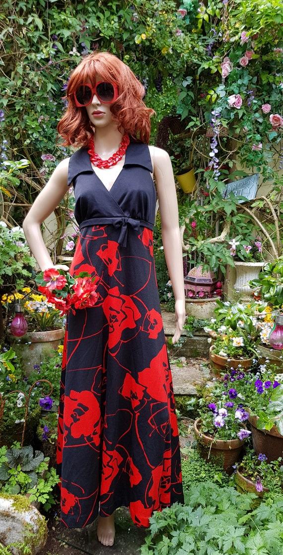 Stunning Vintage 1970s Tina Warren Black Red Flow… - image 3