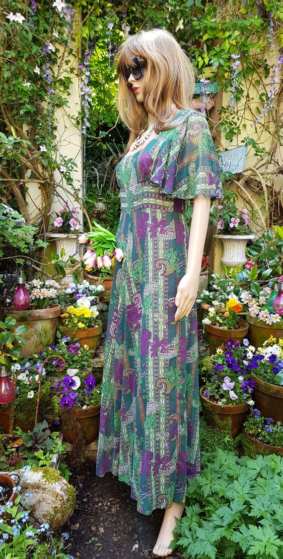 Gorgeous Vintage 1970s Floaty Green, Purple and R… - image 9