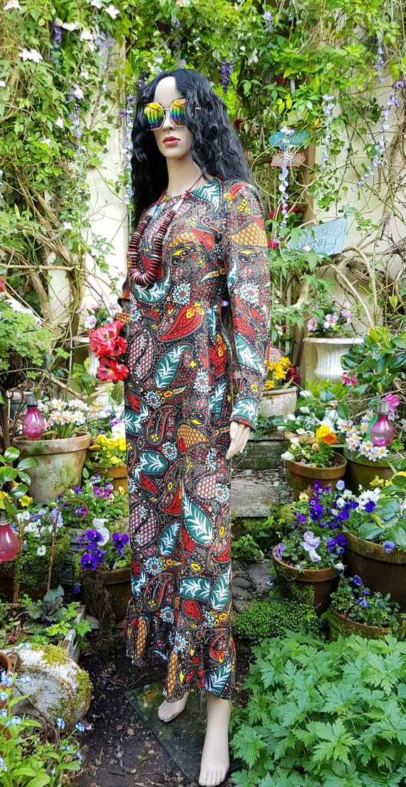 Gorgeous Vintage 1970s Psychedelic Black, Red and… - image 9