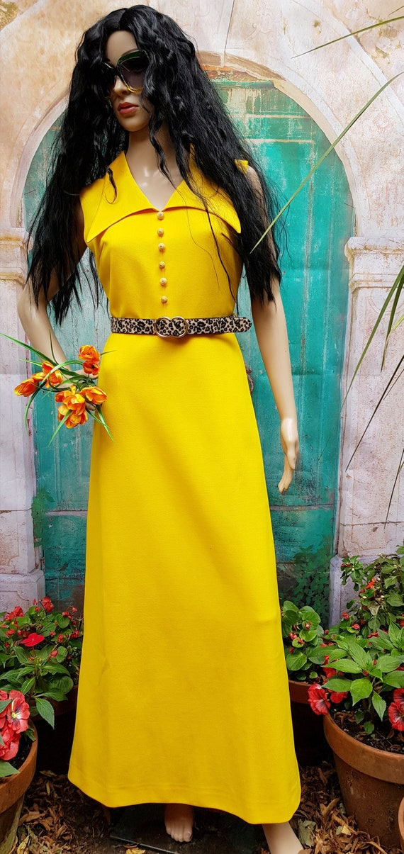 Stunning 1960s Bright Yellow Crimplene Big Collar