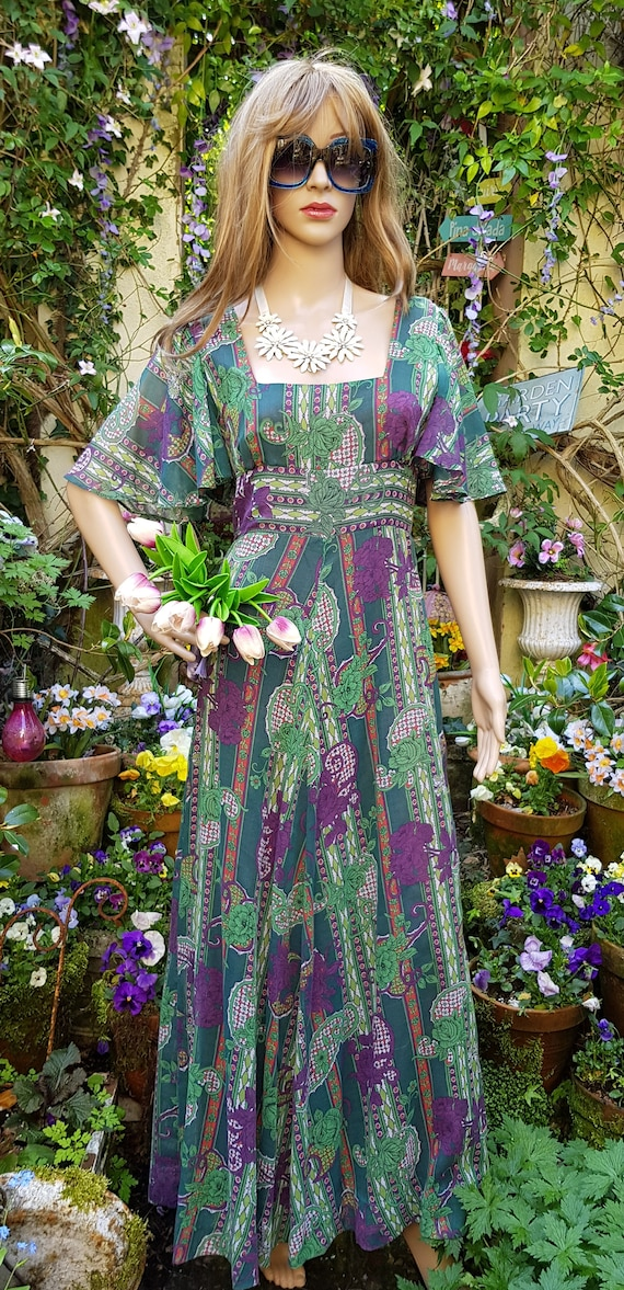 Gorgeous Vintage 1970s Floaty Green, Purple and R… - image 4