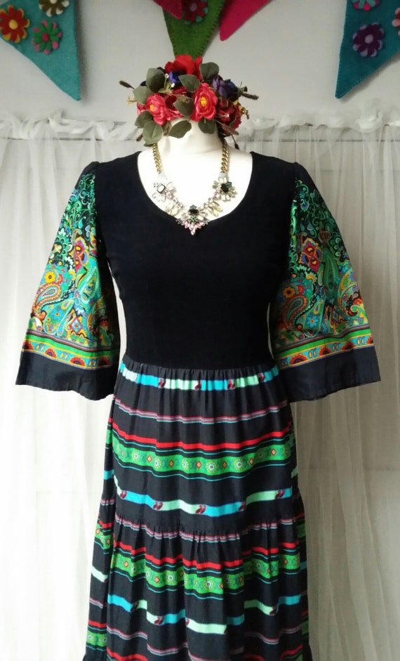 Beautiful Vintage 1970s Black, Green and Red Pais… - image 4