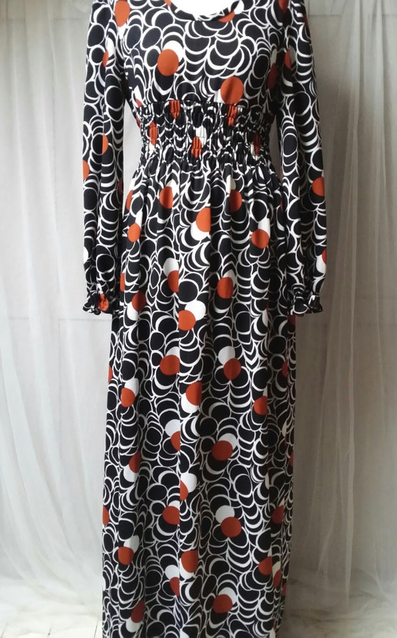 Stunning Vintage 1970s Black White and Russett Red