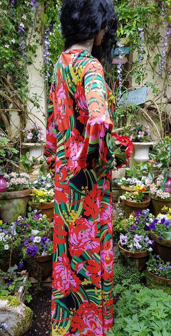 Gorgeous Vintage 1970s Psychedelic Red, Pink and … - image 7