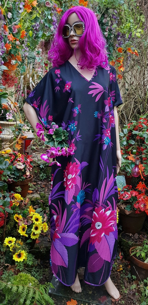 Funky Vintage 1970s/1980s Black Purple and Pink Fl