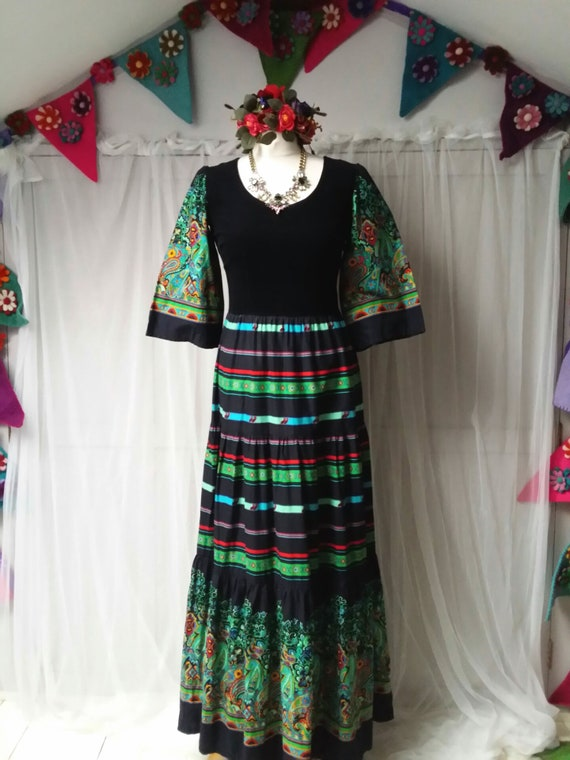 Beautiful Vintage 1970s Black, Green and Red Pais… - image 3