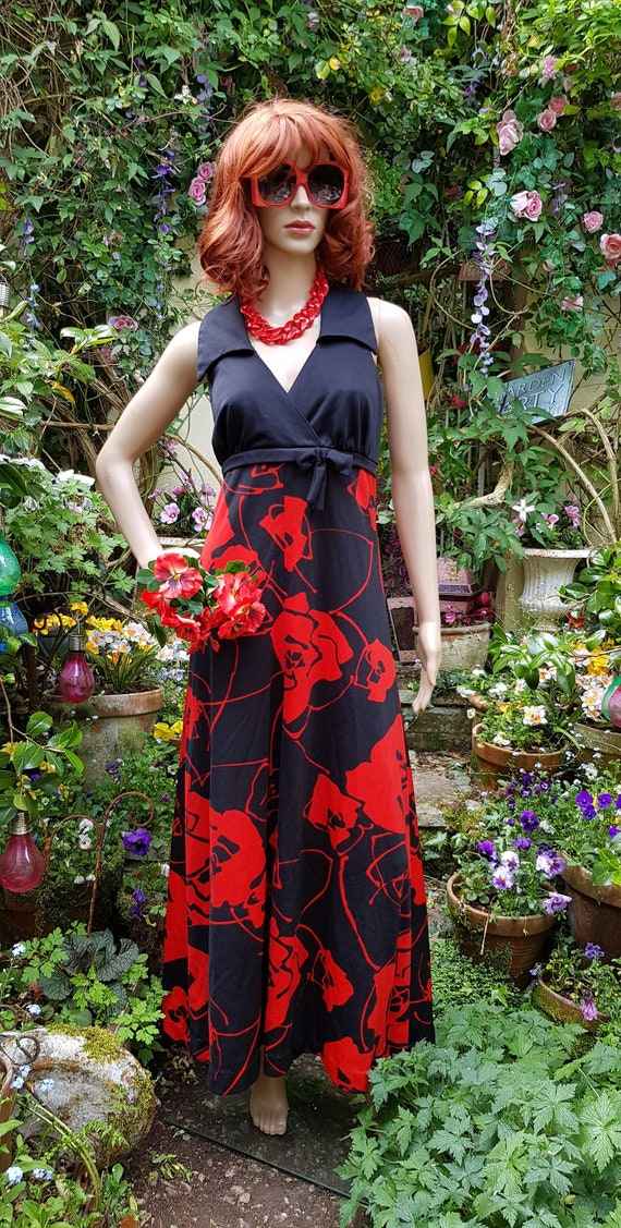 Stunning Vintage 1970s Tina Warren Black Red Flowe