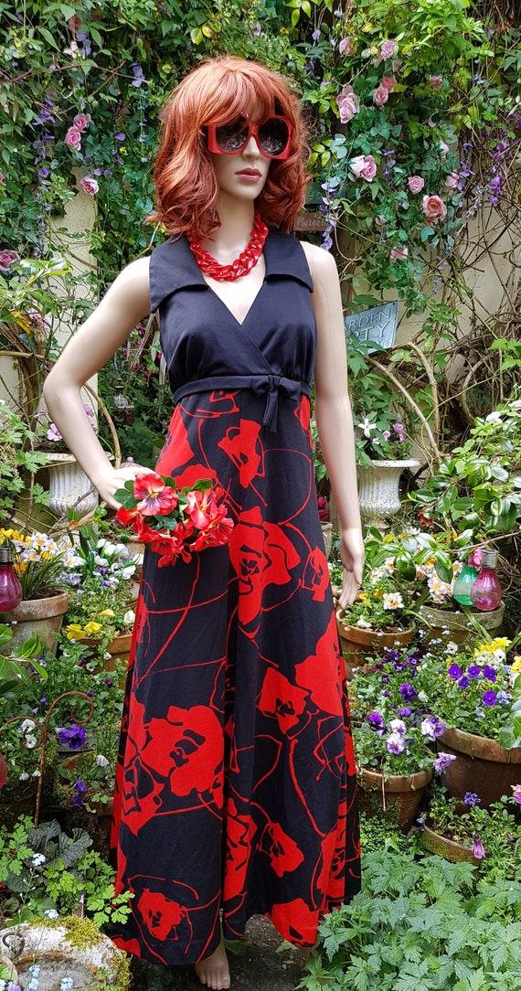 Stunning Vintage 1970s Tina Warren Black Red Flow… - image 2