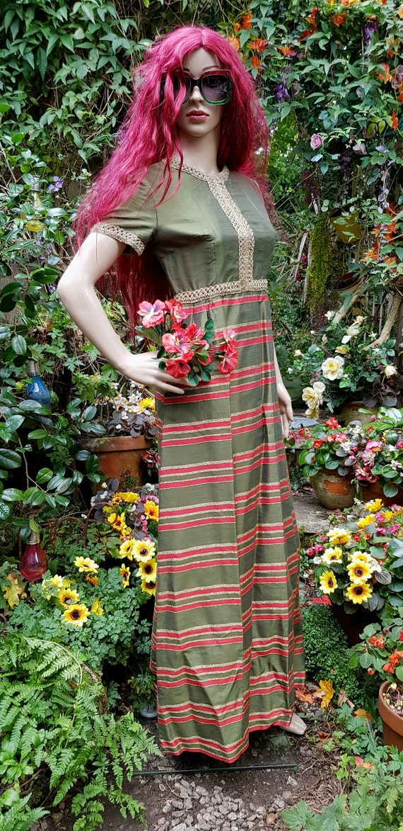 Gorgeous Vintage 1970s Green and Red Silk and Gold