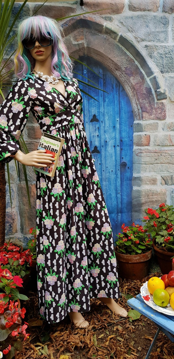 Striking Vintage 1970s Black, Pink and Green Flora