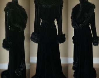 Darkest Black Velvet-Handmade Dressing gown-robe-Old Hollywood glamour-velvet robe-faux fur collar