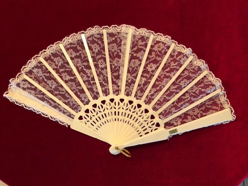Vintage White Lace Spanish Hand Fan 9.25\u201d X 17\u201d Open