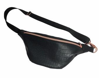 Belly bag/crossbag in faux leather black patterned