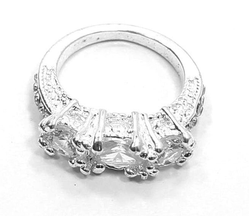 Eye Catching Silver Tone Ring with CZ Gemstones Size 6