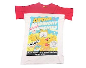 0d6c72f7fd Vintage Garfield Oversized Sleep Shirt Attack of the Midnight Munchies  B-Movie Parody 70s 1978 Jim Davis Odie Pajamas