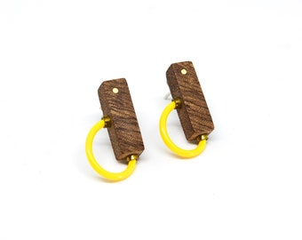 Wooden stud earrings with yellow polymer and brass details