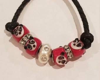 With two beads anallergic metal covered with fabric Colorful cat-themed pendant durable and light.