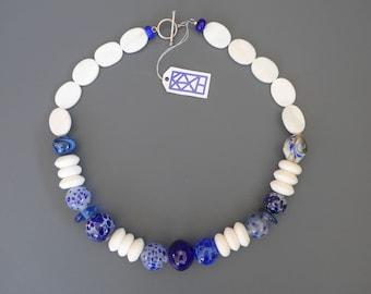 "Chain ""foam crowns""-lampworkbeads-mother-of-pearl-blue-white-KAZE"