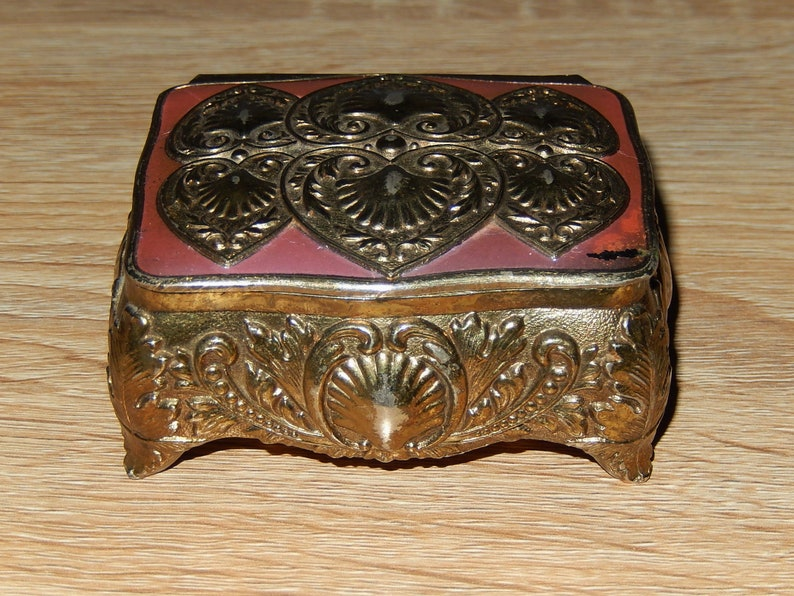 Japan Pretty vintage small jewelry box in golden metal with pink enameling 1950s 1960s