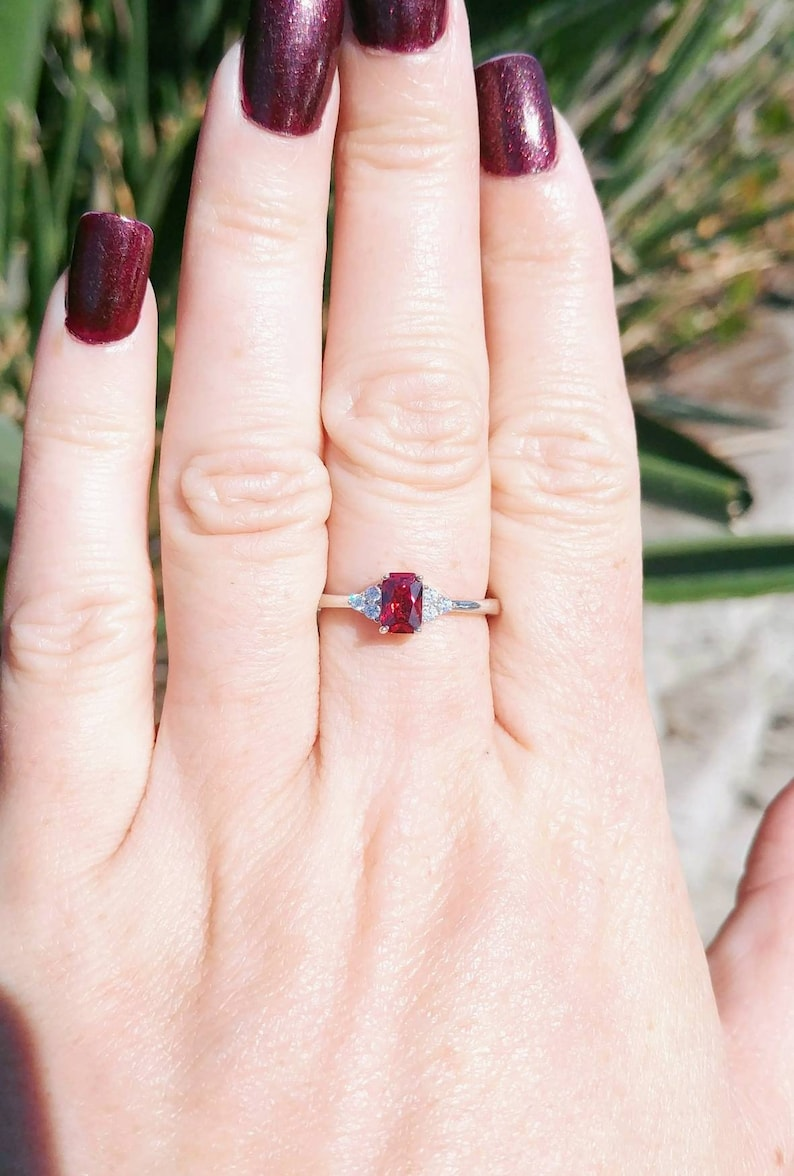 January Birthstone Sterling Silver Garnet with Topaz Accents Stackable Women/'s Statement Ring US Size 7