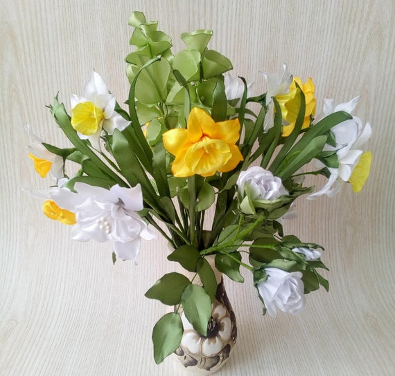 White Green Spring Flower Bouquet Irish Bell Daffodils Etsy
