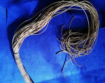 Genuine Cowhide Cuir rouge et noir épais dur Tails Whip Leather Flogger