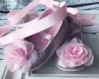 b967f31ac0aa Pink baby shoes